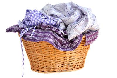 Waschen Sie gleichfarbige Kleidungsstücke zusammen!