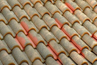 Auch Ihre Dachpfannen müssen gereinigt werden.