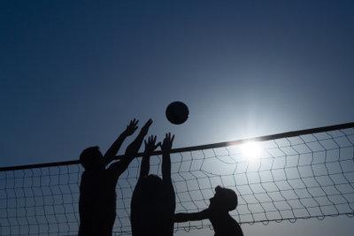 Auch beim Volleyball gehören Aufwärmübungen dazu.