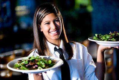 Wenn Sie bei der Bewerbung als Kellner alles richtig machen, haben Sie gute Chancen auf den Job!