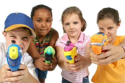 Wasserpistolen müssen Sie nicht unbedingt kaufen.
