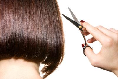 Abschneiden muss nicht die Lösung sein! Probieren Sie doch mal neue Haarmasken-Rezepte aus!