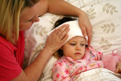 Kalte Umschläge, zum Beispiel bei Fieber, sind einfach selbst gemacht.