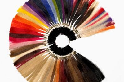 Haarextensions gibt es in verschiedenen Farben.
