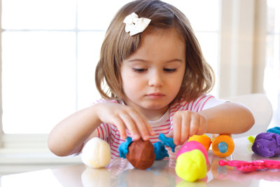Selbst gemachte Knete eigenet sich super als Spielzeug.