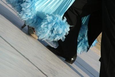 Der Wiener Walzer ist ein schwungvoller Tanz und wird auf vielen Bällen getanzt.
