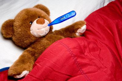 Wadenwickel können erste Hilfe gegen Fieber sein.