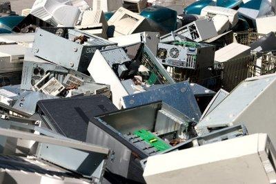 Computerteile gehören nicht in den Haus-, sondern in den Sondermüll.