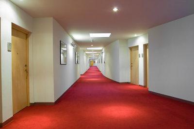 Ihren Teppichboden reinigen Sie am besten mit einer Teppichreinigungsmaschine.