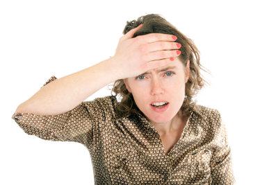 Kopfschmerzen sind ein typisches Symptom für eine Stirnhöhlenentzündung.