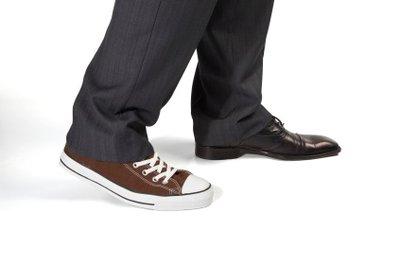 Beide Schuhe kann man zur Konfirmationskleidung tragen, nur bitte nicht zusammen.