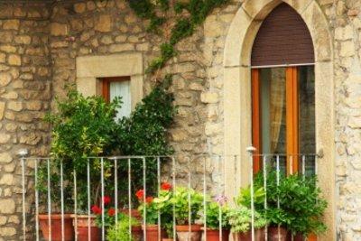 Mietwohnungen haben viele Vorteile, aber manchmal gibt es leider Anlass für einen Beschwerdebrief an den Vermieter.
