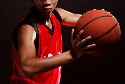 Basketball - dieser anspruchsvolle Sport erfordert ein intensives Warm-up.