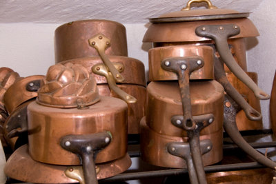 Damit alles schön glänzt: Selbst gemachtes Kupferreinigungsmittel wirkt effektiv.