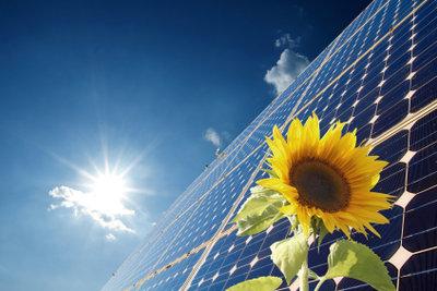 Durch Aufenthalt im hellen Sonnenlicht kann Hitzeallergie ausgelöst werden.