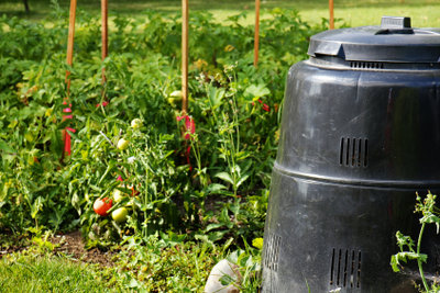 Kompostbehälter aus Kunststoff eignen sich vor allem für kleinere Gärten.