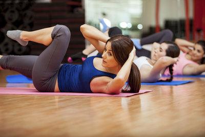 Mit der nötigen Disziplin und richtigem Training bekommen Sie ein Sixpack.