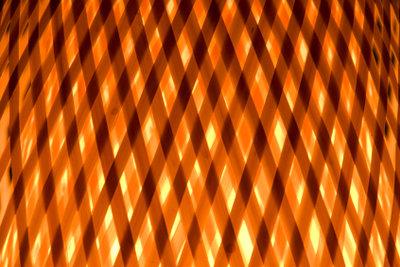 Aus Peddigrohr können Sie attraktive Lampenschirme selber machen.