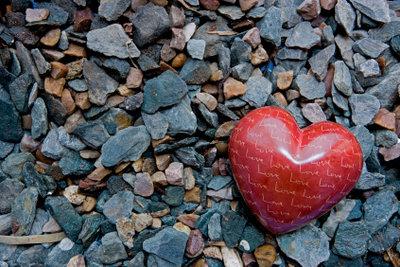 Wie macht man denn ein Herz aus Speckstein?
