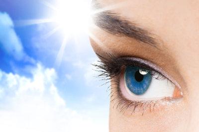 Augenkontakt ist der erste Schritt in die Welt des Flirtens.