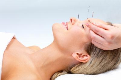 Was ist zu tun, wenn die Ohren zu sind? Manchmal hilft eine Nackenmassage.