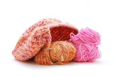 Eine Mütze ist auch für Anfänger leicht zu stricken.