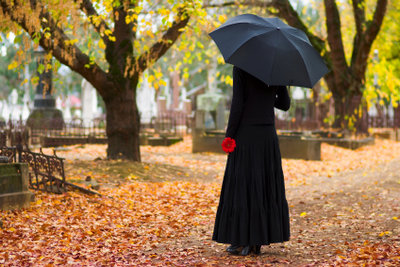 Am Geburtstag eines Verstorbenen ist ein Gang zum Friedhof empfehlenswert.