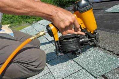 Mit mittlerem handwerklichen Geschick können Sie Ihre Dachisolierung selber machen.