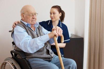 Als Altenpfleger sind Sie bei den Senioren sehr geschätzt.