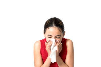 Im Falle eines Niesens empfiehlt Knigge ein Taschentuch zu benutzen.