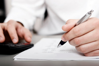 Als Freiberufler müssen Sie einige Bögen ausfüllen, damit das Finanzamt Ihre Steuern berechnen kann.