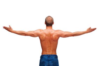 Eine gut ausgebaute Muskulatur hilft gegen einen Bandscheibenvorfall.