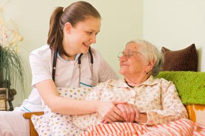 Leider ist die menschliche Zuwendung in der Pflegestufe der häuslichen Betreuung zu knapp.