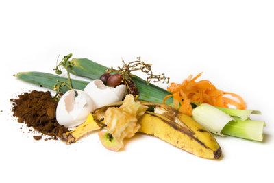 Zur Vermeidung von Obstfliegen sollten Sie derartige Küchenabfälle direkt nach draußen bringen.