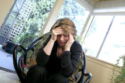 Einseitige Kopfschmerzen benötigen viel Ruhe.