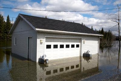 Bei Wasserschäden sollten Sie schnellstens die Versicherung einschalten.