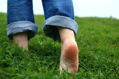Barfuß-Schuhe simulieren das Laufen ohne Schuhe.