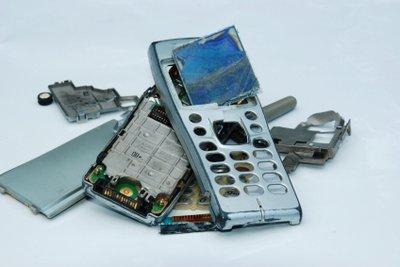 Eine Handy-Reparatur können Sie teilweise selbst durchführen.