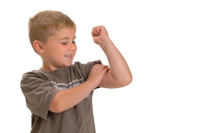 Regelmäßiges Training baut am schnellsten Muskeln auf.