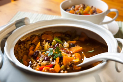 Mit einer Gemüsesuppe beginnen Sie das fleischlose Menü für Karfreitag.