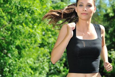 Mit einer Kombination aus Ausdauersport und Krafttraining nehmen Sie am schnellsten ab.