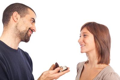 """Viele Heiratswillige stellen sich die Frage: """"Wie mache ich einen romantischen Heiratsantrag?"""""""