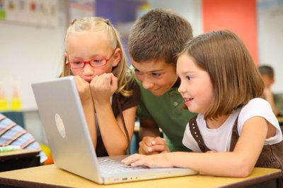 Kindern ist in der Grundschule besonders bei Referaten schnell langweilig.