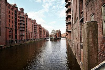 Wer am Sonntag in Hamburg unterwegs ist, sollte die Speicherstadt besuchen.