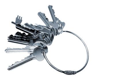 Schlüssel vergessen? Da hilft nur der Schlüsseldienst! Die Kosten können Sie eventuell absetzen.
