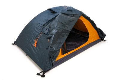 Stockflecken entstehen durch unsachgemäße Lagerung und sind nur schwer aus dem Zelt zu entfernen.