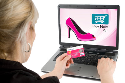 Beachten Sie versteckte Kosten beim Bestellen von Kleidung in den USA.