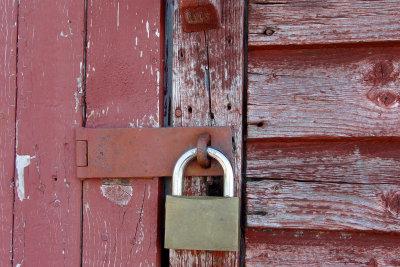 Für die Kellersicherung vor Dieben sollten Sie Ihre Türen gut sichern.