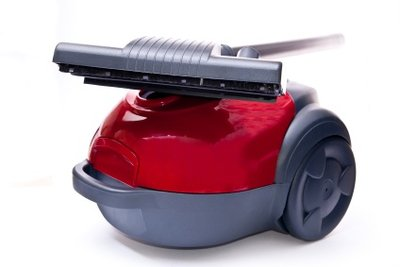 Manchmal genügt staubsaugen nicht mehr, um einen Teppichboden zu reinigen.