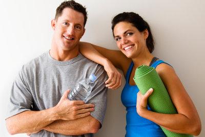 Mit gezielten Übungen für die Oberarme kräftige Muskeln aufbauen.